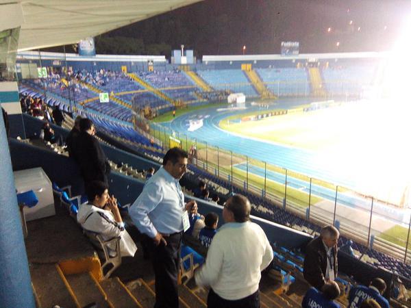 Em el último duelo de Guatemala de local, el estadio Mateo Flores lució con poca afición. (Foto Prensa Libre: Hemeroteca PL)