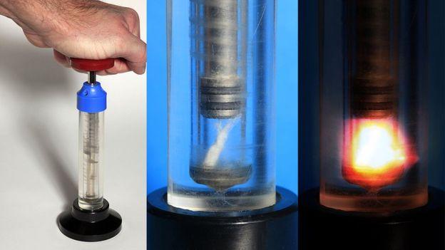 En esta demostración del invento de Diesel, hay un trozo de algodón en la cámara que aloja el aire al que se comprime con tal fuerza que se calienta, encendiendo el algodón. Eso pasa en los motores, sólo que en vez de algodón, el combustible es gasóleo. SCIENCE PHOTO LIBRARY