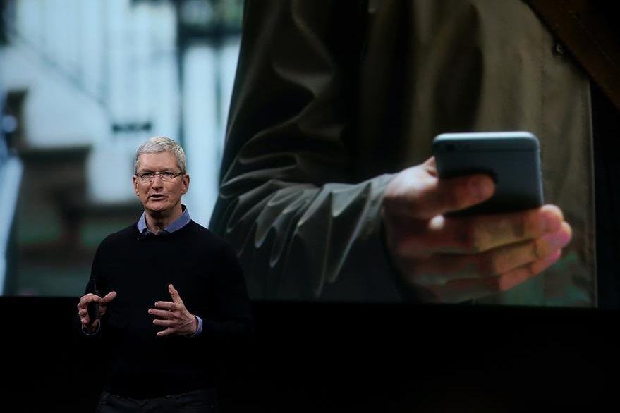 Tim Cook, presidente de Apple, indicó que existen ya 1 mil millones de dispositivos de Apple en uso en todo el mundo (Foto Prensa Libre: AFP).