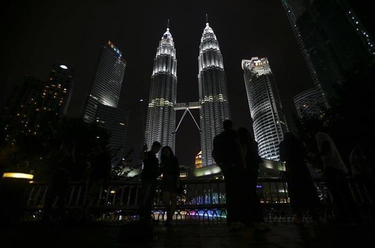 Kuala Lumpur, Malasia, apaga la mayoría de luces. (Foto Prensa Libre: EFE)