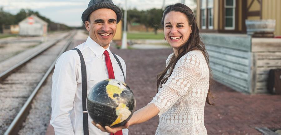 Alejandro y María Mendoza es un matrimonio que decidió dejar su vida atrás y comenzar la aventura por el continente africano. (Foto Prensa Libre, tomada de roamtodiscover.com)