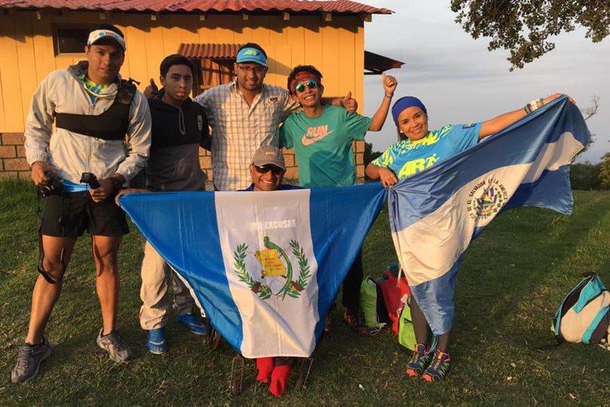 Guatemaltecos y salvadoreños se unieron en el reto #CeroExcusas impulsado por al atleta con capacidades especiales, JC Pérez. (Foto Prensa Libre: Facebook JC Pérez)