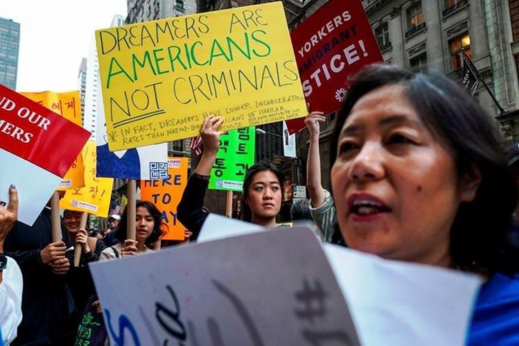 Trump pide agilizar la expulsión de menores centroamericanos, contratar a más agentes y limitar la concesión de visas. (Foto Prensa Libre: Hemeroteca PL)