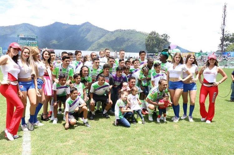 Cuadro titular de Antigua GFC, en la primera jornada del Apertura 2017. (Foto Prensa Libre: Renato Melgar)