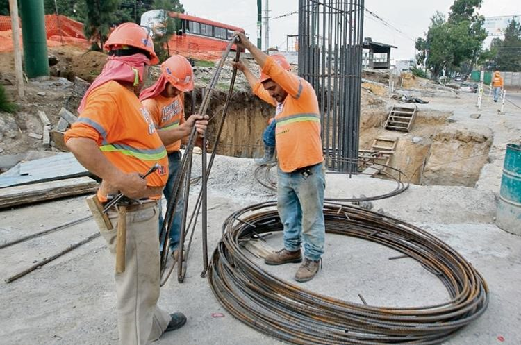 Guatemala produce varilla de hierro para la construcción, así como importa acero para la manufactura de ese producto.