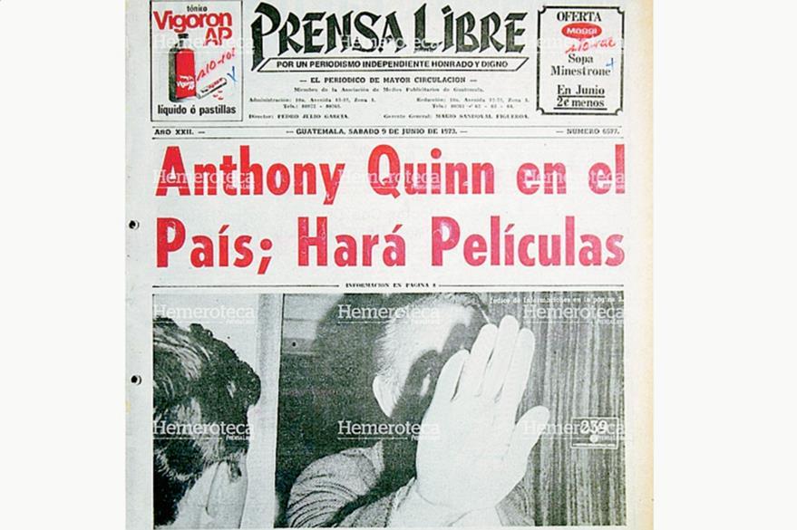 Portada de Prensa Libre del 9 de junio de 1973 donde indicaba la llegada del actor Anthony Quinn a Guatemala, la fotografía muestra el mal carácter del actor con los periodistas. Foto: Hemeroteca PL.