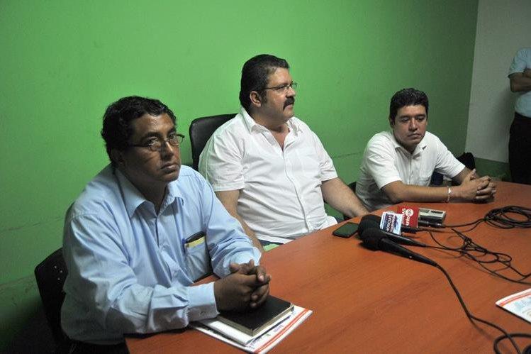 Alcalde electo de Coatepeque, Alfonso García-Juncos, durante la conferencia de prensa. (Foto Prensa Libre: Alexánder Coyoy)