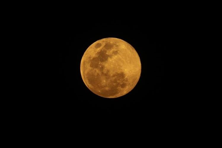 La luna llena se puede apreciar cada 29 días aproximadamente. (Foto Prensa Libre: Érick Ávila)