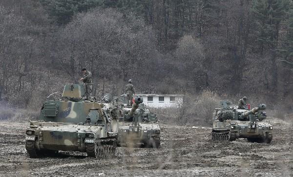 Tanques de Corea del Sur participan en maniobras militares.