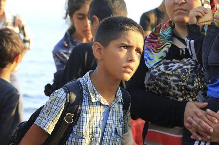MANOL06 ISLA LESBOS (GRECIA) 10/08/2015.- Inmigrantes a su llegada a Skala Sykaminas en la isla de Lesbos (Grecia) ayer 9 de agosto de 2015. La Comisión Europea (CE) ha aprobado 23 programas plurianuales por unos 2.400 millones de euros para apoyar a los países en su gestión de la presión migratoria, entre ellos España, que recibirá 259,7 millones de euros de un fondo de asilo y otros 262,1 millones de un fondo de seguridad interior. Grecia por su parte, adonde han llegado cerca de 50.000 inmigrantes durante el pasado mes de julio, cifra récord superior a la registrada en todo el año 2014, recibirá en total a lo largo del periodo presupuestario 259,3 millones de euros en recursos del AMIF y 214,8 millones del FSI. EFE/Manolis Lagoutaris