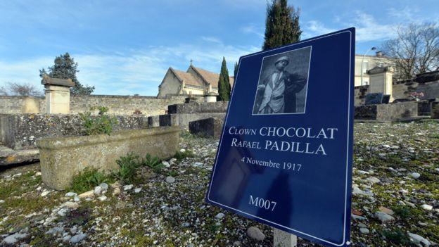 Chocolat murió en el olvido y fue enterrado en una zona de indigentes en el cementerio de Burdeos, donde una placa conmemora al artista. GETTY IMAGES