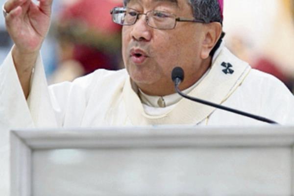 Oscar Vian, durante la misa, en la Catedral.