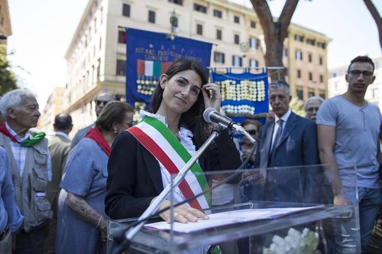 Virginia Raggi, alcaldesa de Roma afirma que existen otras prioridades en la ciudad que los Juegos Olímpicos. (Foto Prensa Libre: Hemeroteca PL)