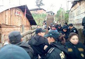 Fuerzas de seguridad efectúan cateos en Nebaj en busca que evidencias que ayuden a resolver una denuncia de vecinos. (Foto Prensa Libre: Óscar Figueroa).
