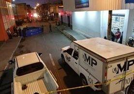 Lugar donde fueron atacadas a balazos las tres personas. Foto Prensa Libre: Álvaro Interiano.