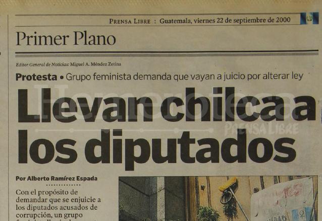 Nota de Prensa Libre del 22 de septiembre de 2000 informando sobre la inusual protesta. (Foto: Hemeroteca PL)