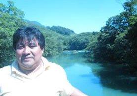Bernardo Caal Xol, de 45 años, tiene una orden de captura por caso especial de estafa, cobró 20 meses de salario en el Mineduc. (Foto Prensa Libre: Facebook)