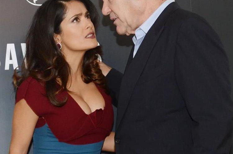A pesar de que muchas personas comentaron que la actriz estaba de acuerdo con la actitud de Stone, las imágenes evidencian su molestia. (Foto Prensa Libre: Celeb Buzz).