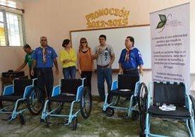 Las cuatro sillas de ruedas que fueron donadas en Zacapa. (Foto Prensa Libre: Víctor Gómez)