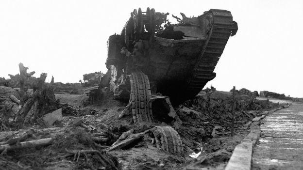 El barro se tragó soldados, caballos y tanques de guerra.