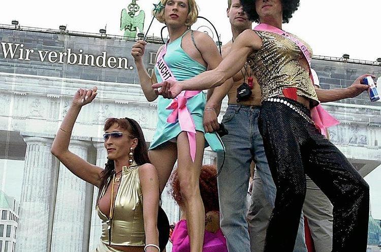 Un desfile gay en una de las calles de Berlín, Alemania. (Foto Prensa Libre: Hemeroteca PL)