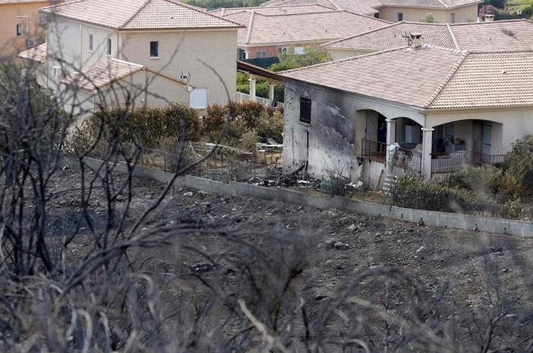 Una vivienda fue destruida por el incendio en la isla francesa de Córcega.(AFP).