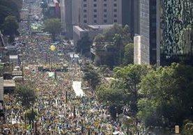 Miles exigen la destitución de Rousseff. (Foto Prensa Libre: AFP)
