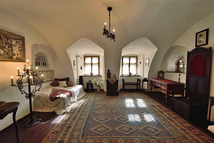Una habitación en el interior del castillo de Bran, Rumania.  (Foto Prensa Libre: AFP).
