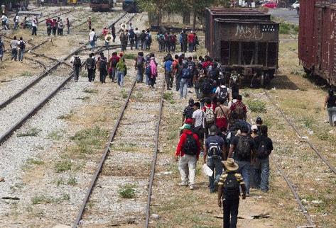 Inmigrantes se encuentran varados en el estado mexicano de Chiapas, después de que empleados del tren conocido como la Bestia  les negaran  abordarlo en su viaje hacia la frontera con  EE. UU.