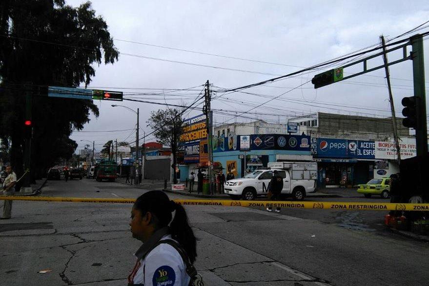 El Ministerio Público termina de recoger evidencias que permitan identificar a los responsables del ataque a un piloto de bus en la zona 9. (Foto Prensa Libre: Oscar Rivas)