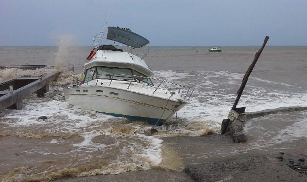 Un barco se encuentra en aguas de la dominicana de Ciudad Nueva.