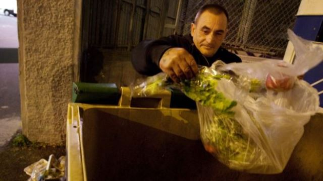 La pobreza se ha convertido en crónica para un sector de la población en España, que no siente la mejora de la macroeconomía.AFP