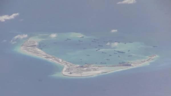 Una de las islas artificiales construidas por China en el archipiélago. (Foto: El Clarín).