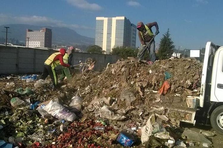 La acumulación de basura es uno de los principales problemas que afronta la Ciudad de Quetzaltenango. (Foto Prensa Libre: María José Longo)