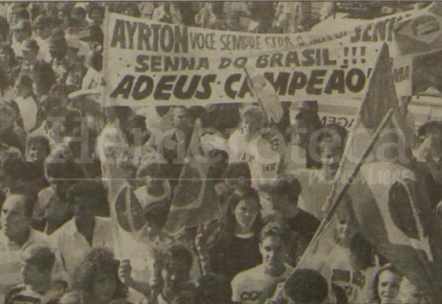 Miles de brasileños acompañaron a Ayrton Senna en su funeral en Brasil. (Foto: Hemeroteca PL)