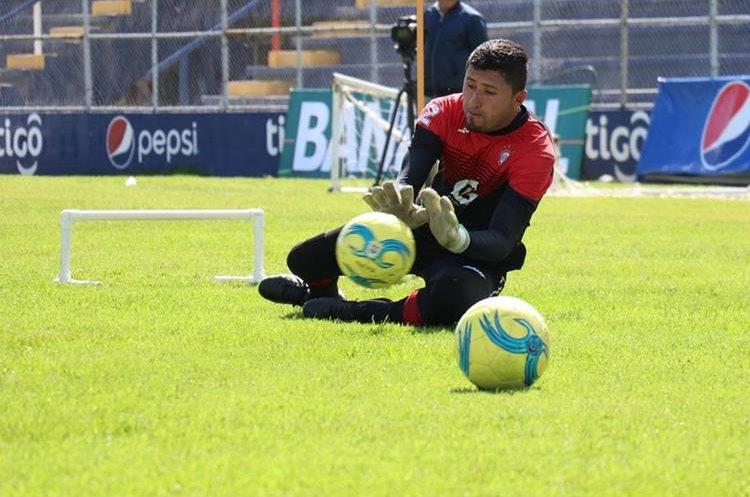 Carlos Rodríguez solo ha jugado dos partidos oficiales con la camisola de Xelajú. (Foto Prensa Libre: Raúl Juárez)