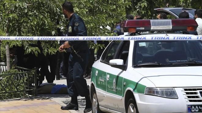 La policía acordona el área donde se registró el atentado. Foto Prensa Libre: Agencias