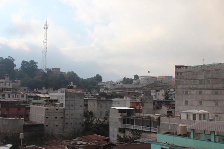 Las construcciones de block mayores a tres niveles tienen alta vulnerabilidad ante los sismos fuertes. (Foto Prensa Libre: Édgar René Saez)