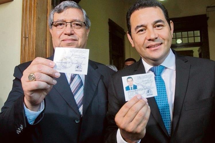 Jimmy Morales y Jafeth Cabrera al momento de ser inscritos como candidatos del FCN-Nación. (Foto Prensa Libre: FCN)
