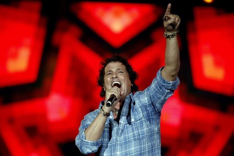 El cantante colombiano Carlos Vives, durante un concierto en el estadio Atanasio Girardot en Medellín, Colombia. (Foto Prensa Libre: EFE)