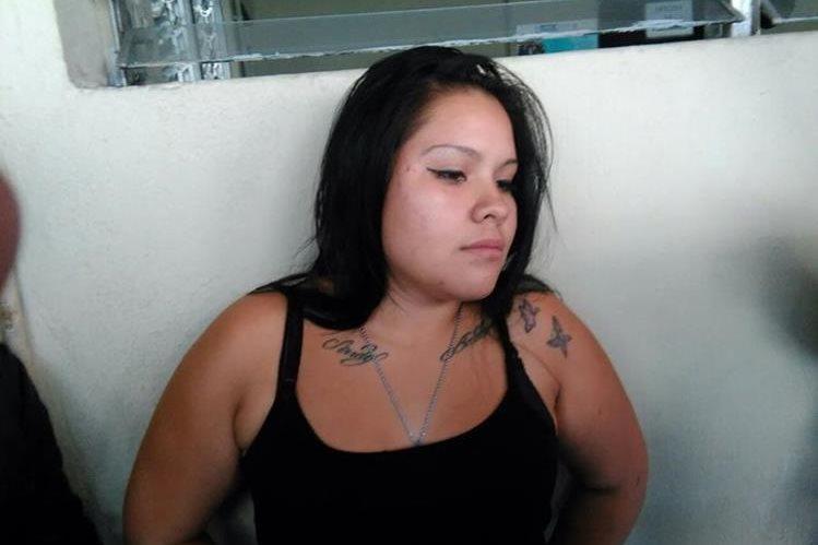Kimberly Valdés, capturada por ser supuesta cómplice en la muerte de un piloto de bus ruta 70. (Foto Prensa Libre: Estuardo Paredes)