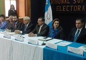 El representante de la Misión de Observación Electoral de la OEA se reunió con los magistrados del TSE. (Foto Prensa Libre: Manuel Hernández)