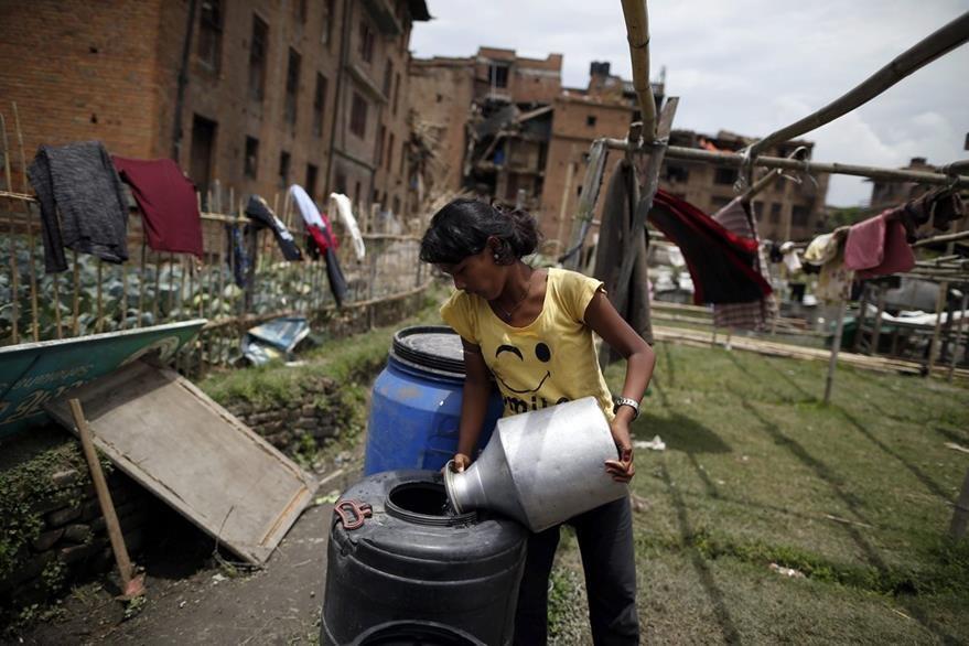 Sobrevivir cada vez es más difícil en Nepal donde los servicios básicos cada vez son más escasos. (Foto Prensa Libre: EFE).