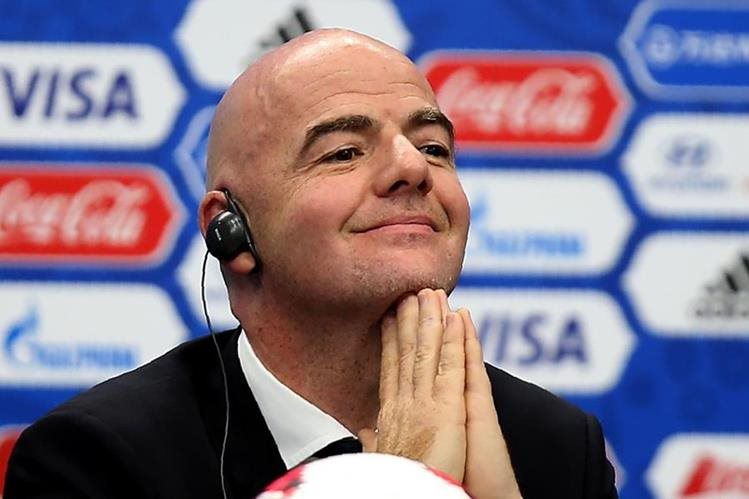 Infantino y la FIFA áun no deciden la fecha a realizar la Copa Confederaciones. (Foto Prensa Libre: AFP)