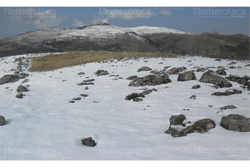 Las laderas cubiertas de nieve en las montañas  de Ixchiguán, San Marcos. 26/1/2013. Foto: Hemeroteca PL)