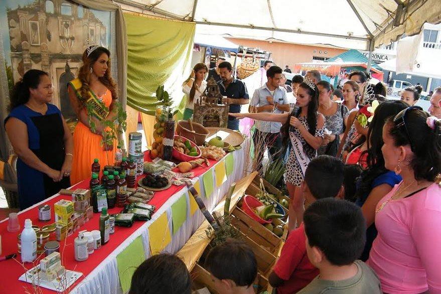 Vecinos de varios municipios de El Progreso participan en la inauguración de la Feria Departamental (Foto Prensa Libre: Héctor Contreras)