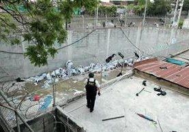 Jóvenes del correccional Gaviotas, ubicado en la zona 13, se amotinaron y originaron una balacera que dejó dos monitores muertos y varias personas heridas. (Foto Prensa Libre: Hemeroteca PL)