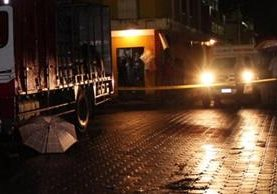"""<p>El ayudante de un camión repartidor de aguas gaseosas murió en un intento de asalto. (Foto Prensa Libre: Oscar Figueroa)<br _mce_bogus=""""1""""></p>"""