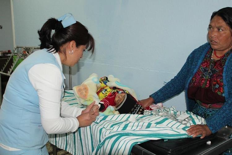 Cientos de niños y niñas son atendidos en los hospitales debido a la desnutrición crónica y aguda. (Foto Prensa Libre: Hemeroteca PL)