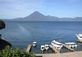 El Lago de Atitlán, Sololá, es uno de los destios turísticos más importantes de Guatemala, pero que en los últimos años ha sido afectado por la contaminación. (Foto HemerotecaPL)